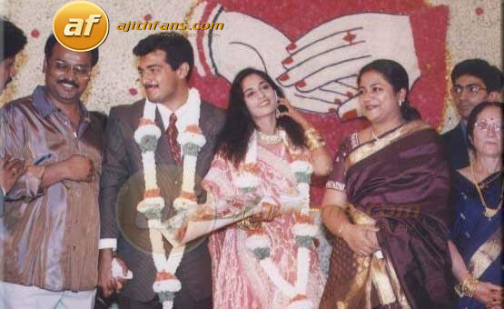Actor Bhakiyaraj His Wife Poornima With The Ajith Shalni On Their Wedding
